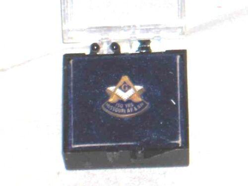 #702-VINTAGE MASONIC GOLD TONE LAPEL PIN- 150 YRS. OF MISSOURI AF&AM- FREEMASONS