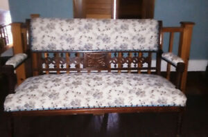 Causeuse Antique (Love Seat)