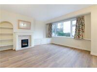 2 bedroom flat in Heyford Avenue, London, SW20