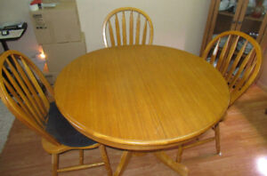 WOODEN DINING ROOM TABLE FOR SALE