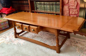 Drop leaf Coffee table  - Vintage, honey maple