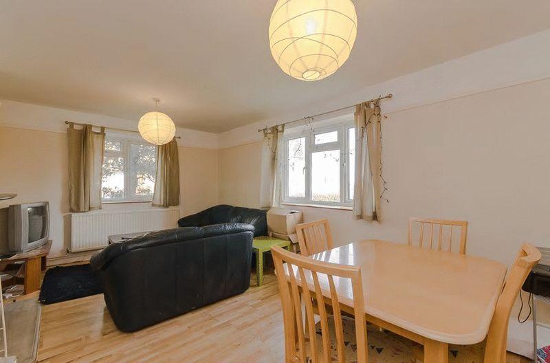 2 bedroom flat in Lebanon Gardens, Wandsworth, SW1