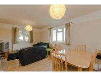 2 bedroom flat in Lebanon Gardens, London, SW1