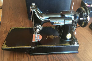 Singer Featherweight Sewing Machine w/ Case