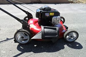 "Lawnmower - 2014 Canadiana B&S 500 Series 140cc with 21"" cut"