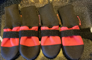 Muttluks Fleece lined itty bitty red boots