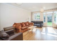 HUGE 5 BED HOUSE - HAGGERSTON - 3 BATHROOM - PRIVATE GARDEN - SEPARATE LIVING SPACE