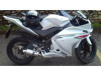 Yamaha YZF R125 year 2010 white