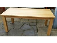 solid oak wood dining table. 180cm x 90cm. Can seat 8+ people. In very good condition.