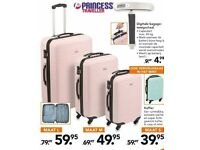Large Lightweight Luggage 4 Wheel Trolley Pink Princess Traveller Suitcase 70 gbp new, only 20£