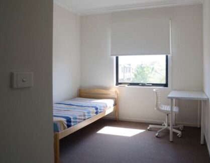 Private room with parking near shopping mall and station