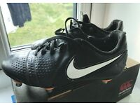 Nike boots with rugby studs on the front for extra grip size 4