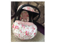 Lovely maxi cosi car seat with accessories