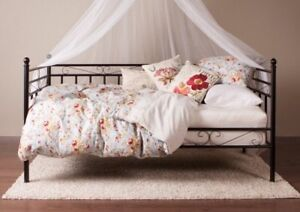Black daybed with mattress