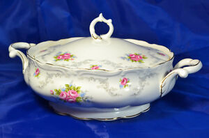Royal Albert Tranquillity Vegetable bowl with lid. Bone China.