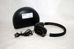 Bowers & Wilkins Headphones With Case