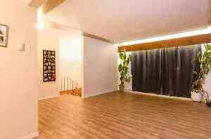 Beautifully bright 3 bedroom! Great location! Now available!