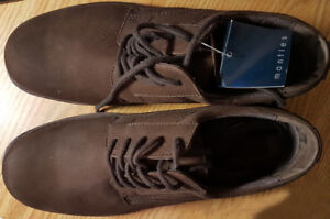 MEN'S SHOES 10 1/2 (NEW) - CHAUSSEURS HOMMES 10 1/2 (NEUF)