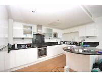 £3,000 PCM - IMMACULATE DUPLEX PENTHOUSE - 3 DOUBLE BEDROOMS - E16 ROYAL DOCKS