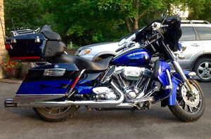 Stunning 2011 CVO Electra Glide Ultra with only 17000 miles