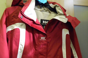 Manteau de qualité HELLY HANSEN    (grandeur:  médium)