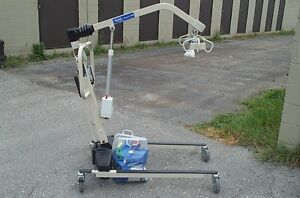 invacare  hoyer lift like new 1475.00 2 slings cost new 3,900.00