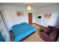 MASTER ROOM WALKING DISTANCE TO THE STATION