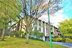 Very nice, clean, 2 bdrm top floor with vaulted ceiling in Livin
