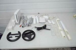 Complete softmodded Nintendo Wii with accessories