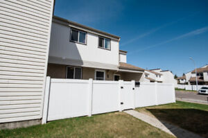 Well-Maintained Affordable Townhouse with 3 Bedrooms!