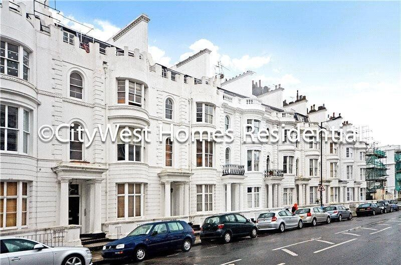 FANTASTIC THREE BED APARTMENT AVAILABLE IN A NICE PERIOD BUILDING - LONG TERM CONTRACT - £ 485PW