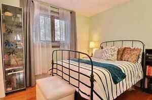 Full double bed and mattress. Lit double complet et Matelas