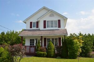 NEW PRICE!! $254,900 Open House Mar 5 2-4pm 61 Larrigan Dr