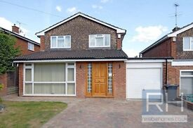 *Amazingly Beautiful Luxury Four Bedroom Detached House to rent in the N12 Area*