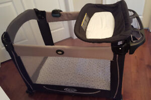 Play parc that turns into a bassinet