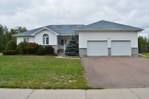 Dieppe - Bungalow, 2 car garage with POOL!!!