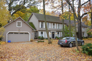 Immaculate home, Just walk to shopping in Downtown Ancaster