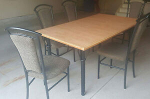 Must sell dinning set London Ontario image 1