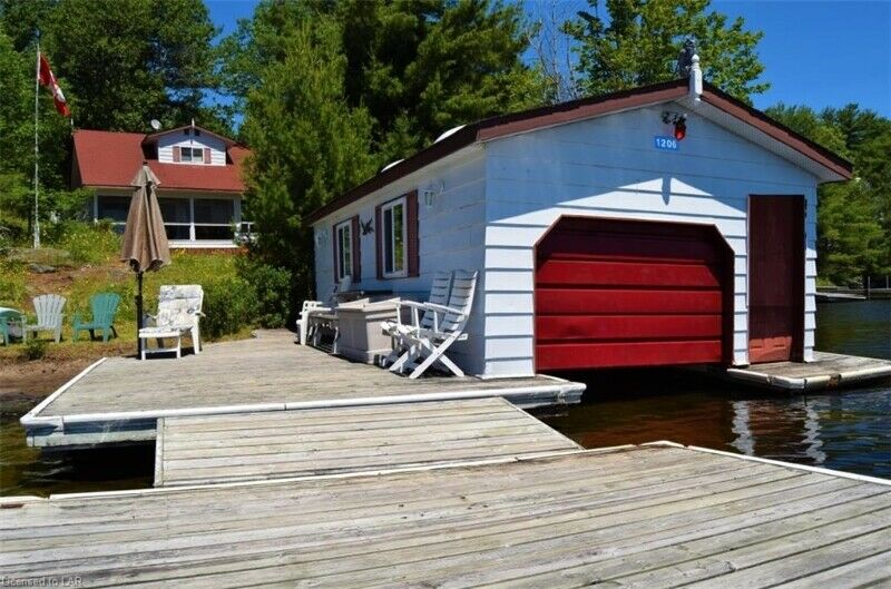 Admirable 4 Bdrm 1 5 Bath Cottage W Boathouse For Sale In Home Interior And Landscaping Ologienasavecom