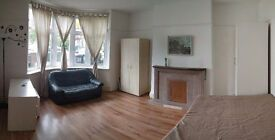 DOUBLE ROOM TO LET IN HENDON- Golders Rise - WALKING DISTANCE TO HENDON CENTRAL, AVAILABLE NOW!