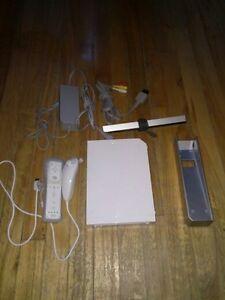 Wii avec 1 nunchuk,1 wii remote et 6 jeu installer a l'interieur