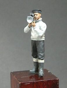 1/35th WWII Royal Navy Sailor with Aldis Lamp Wee Friends WF35014 unpainted kit