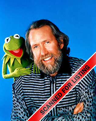 JIM HENSON WITH KERMIT THE FROG MUPPETS 8X10 PHOTO #7100