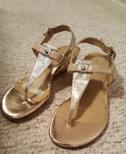Stunning gold shoes- like new!