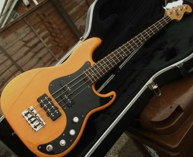 Fender Precision American Deluxe bass guitar, USA 2005, with Fender hard case.