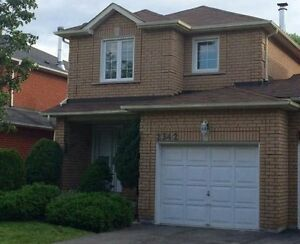 Beautiful Spacious 3 Bedroom Freehold Townhome.