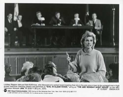 LINDSAY WAGNER IN COURTROOM EVIL IN CLEAR RIVER ORIGINAL 1987 ABC TV PHOTO