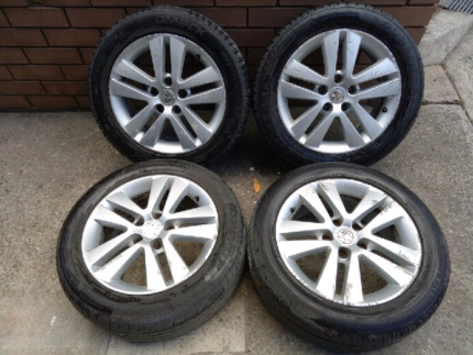 Holden Astra AH Alloy wheels with tyers