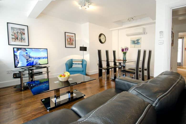 *SHORT LET Executive 1 bed in Liverpool street - all bills, maid service, free wifi, fully furnished