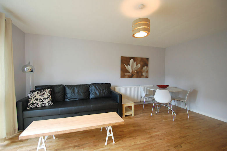 **Homely Short Let 2 Bedroom in leafy Chiswick-fully furnished, all bills, maid service, wifi incl.
